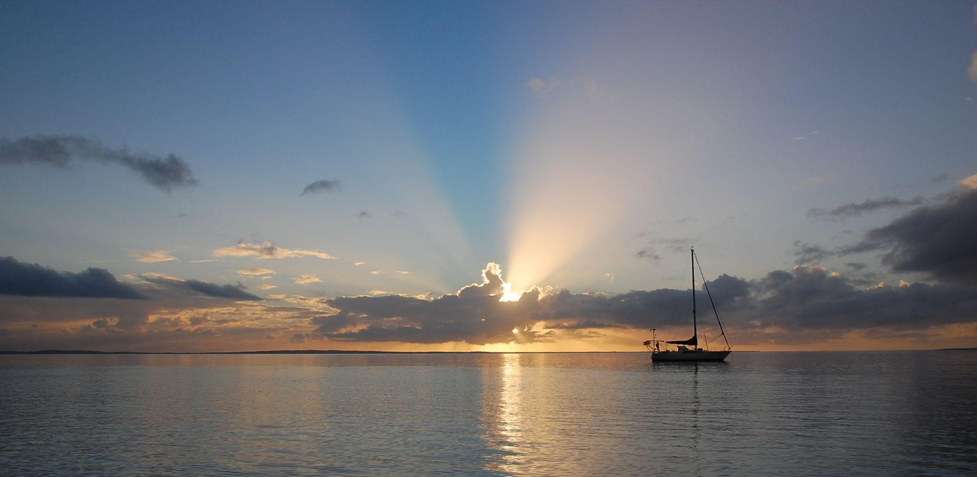 Uscita di pesca in barca a vela a Ostia