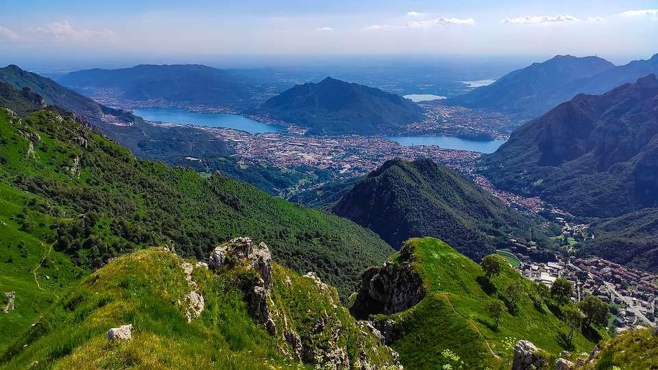 Volo di gruppo in elicottero sul Lago di Como