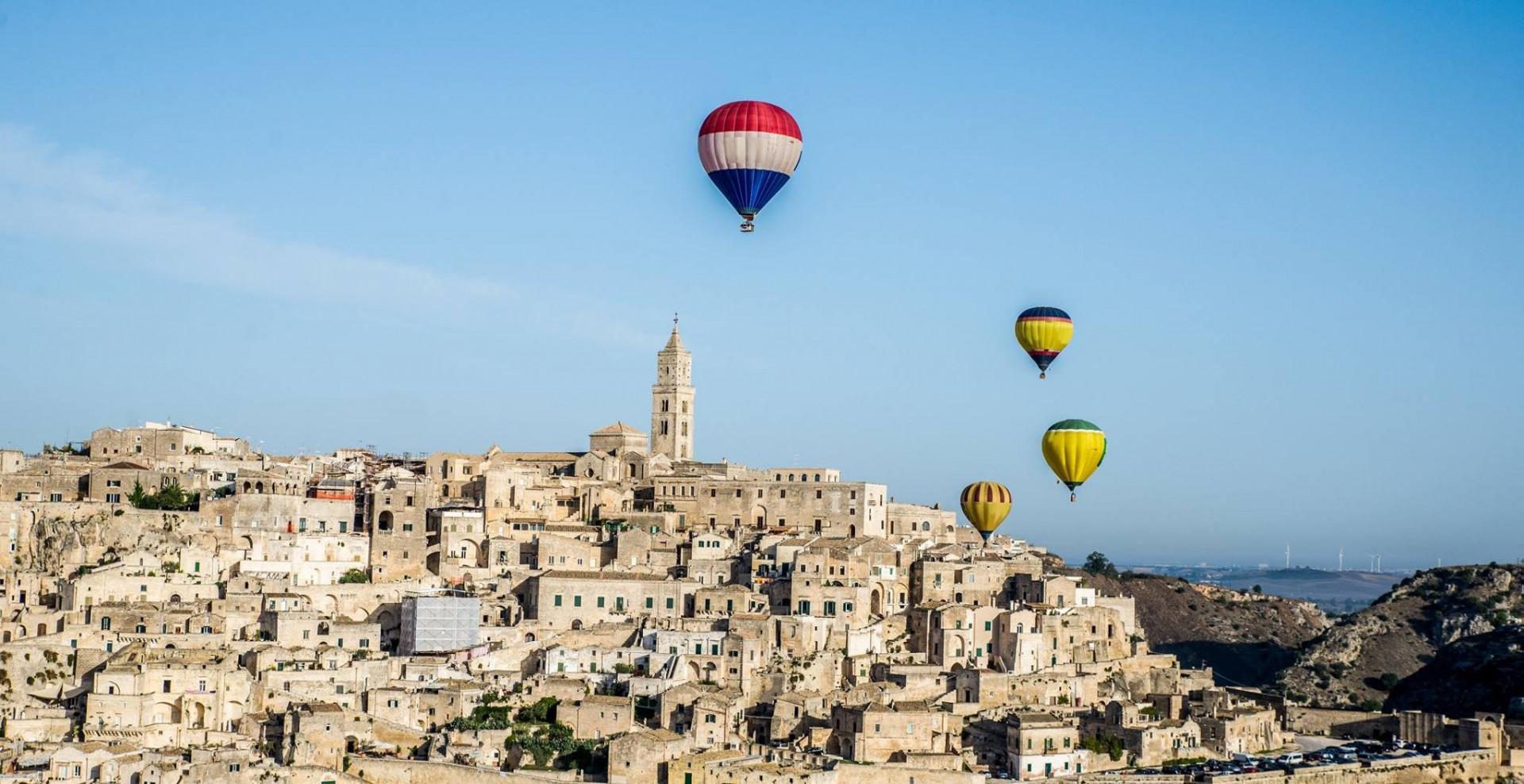 Volo di gruppo in mongolfiera a Matera