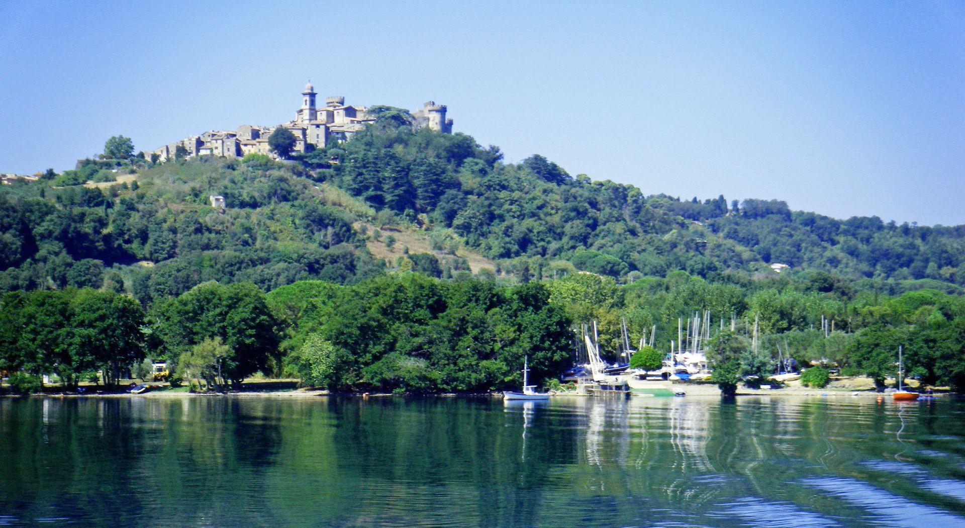 Volo di gruppo in elicottero sul Lago di Bracciano