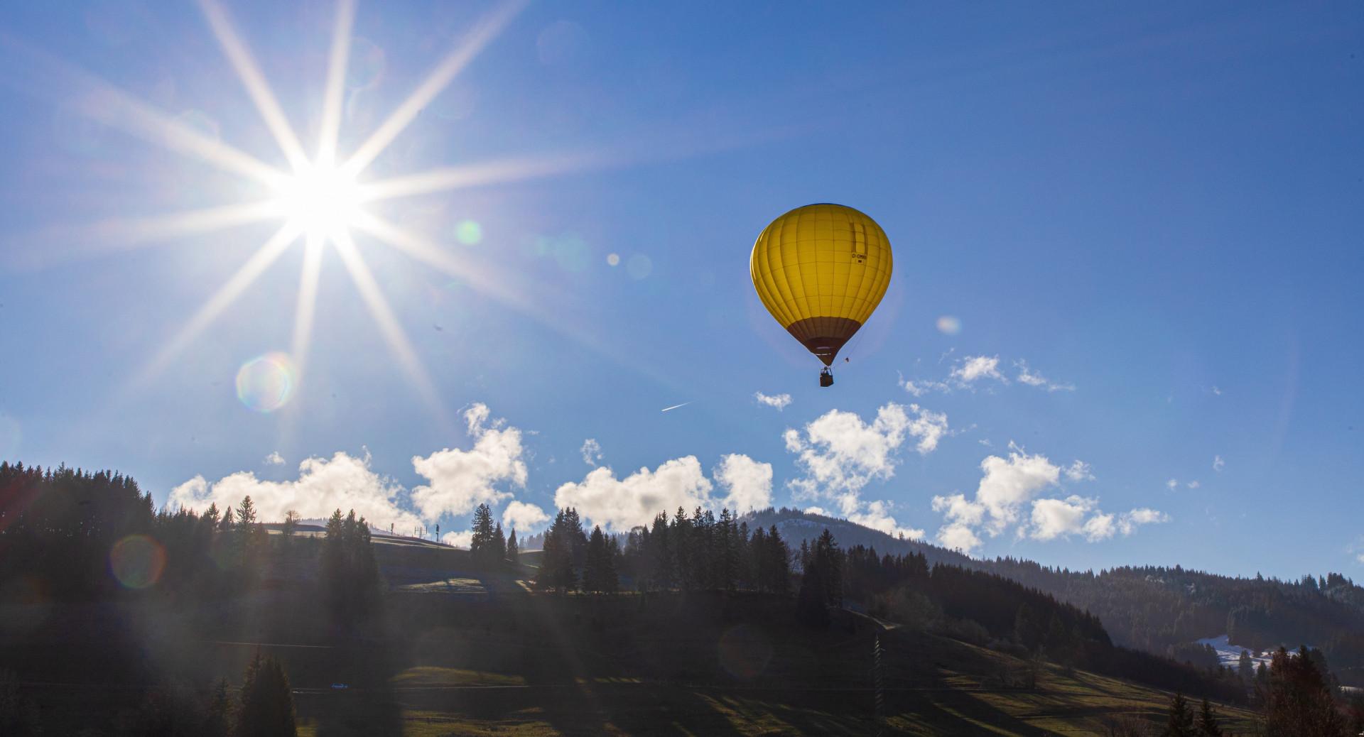 Volo di gruppo in mongolfiera sui laghi della Brianza