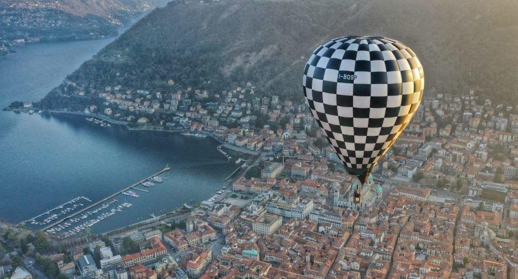 Volo di gruppo in mongolfiera sul Lago di Como