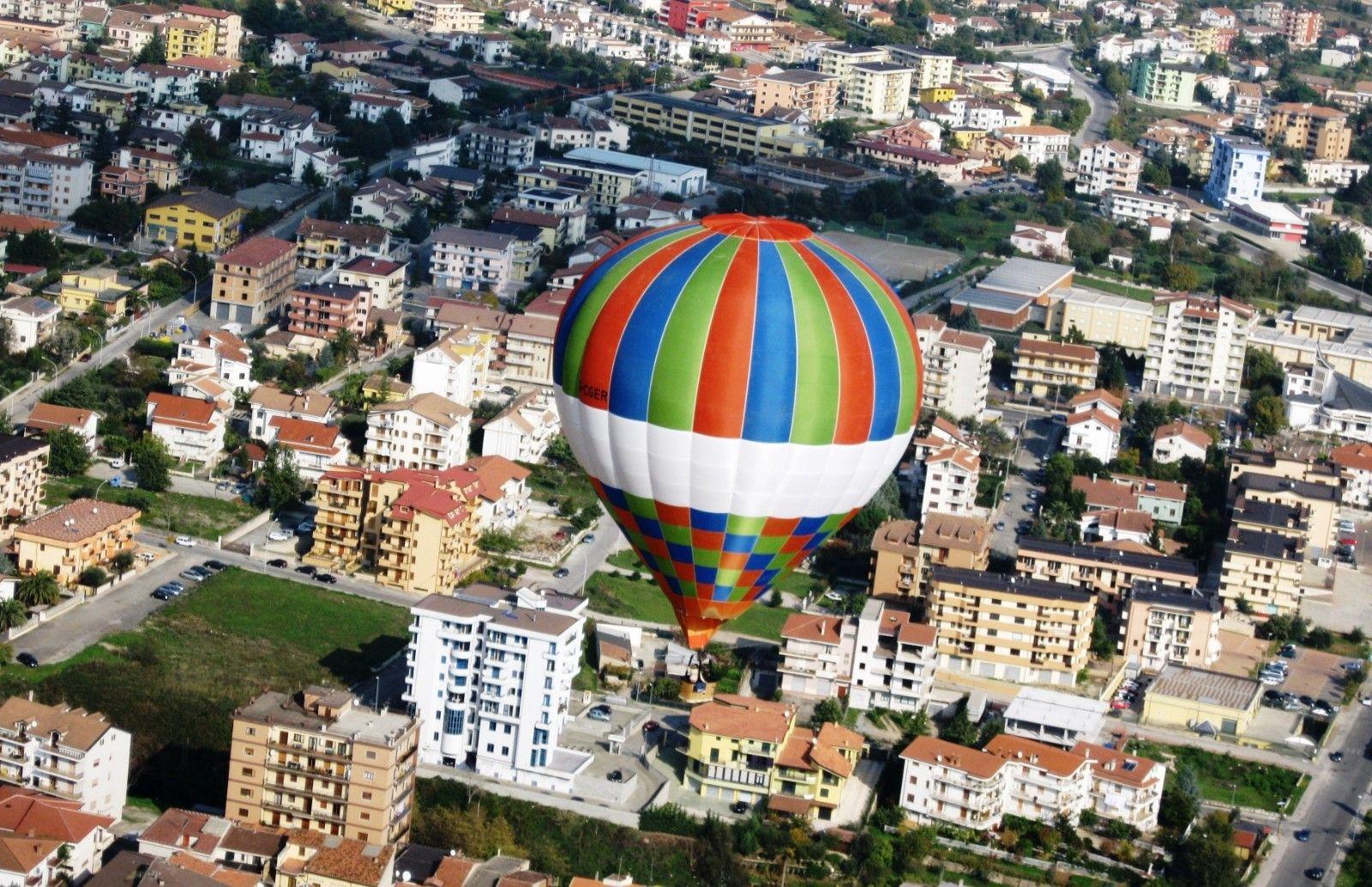 Volo di gruppo in mongolfiera sulla Valle d'Itria