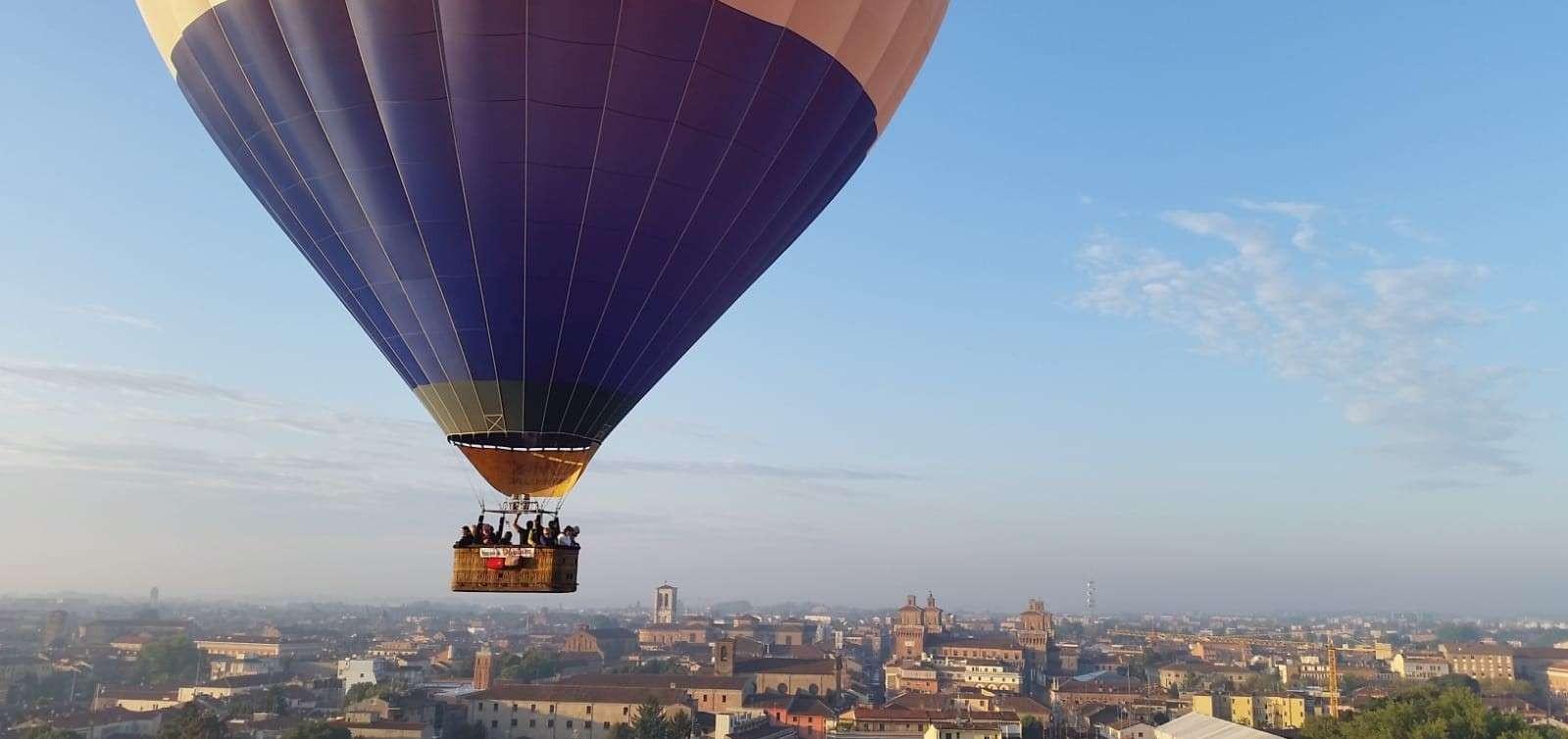Volo in mongolfiera al tramonto su Reggio Emilia