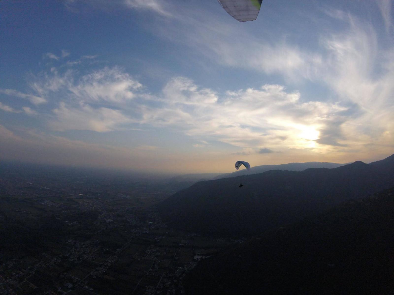 Volo in parapendio biposto al tramonto a Borso del Grappa