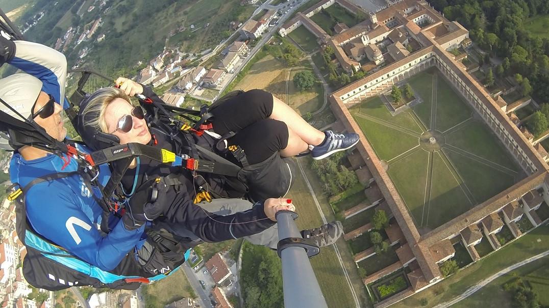 Volo in parapendio biposto sulla Certosa di Padula (SA)