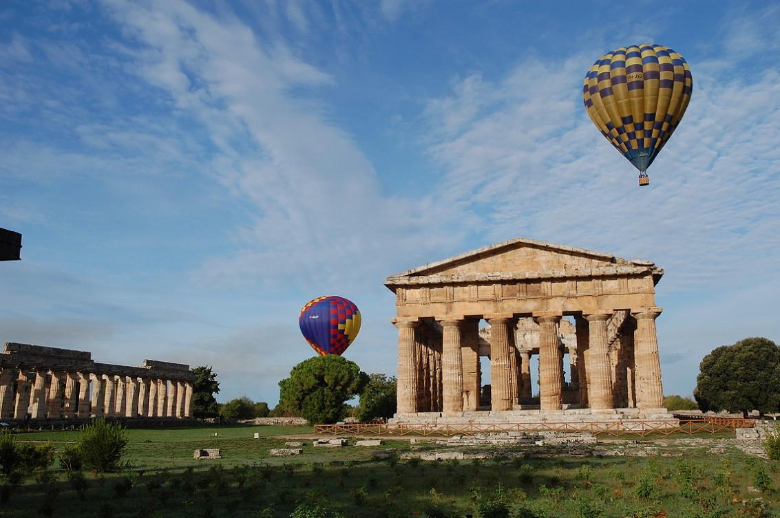 Volo in mongolfiera all'alba o al tramonto a Paestum