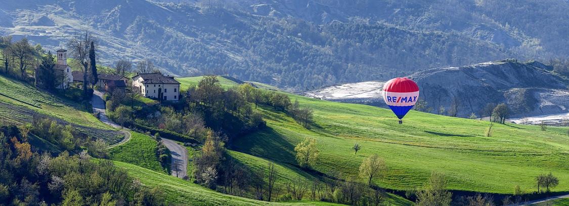 Volo in mongolfiera all'alba sull'Appennino Tosco-Emiliano