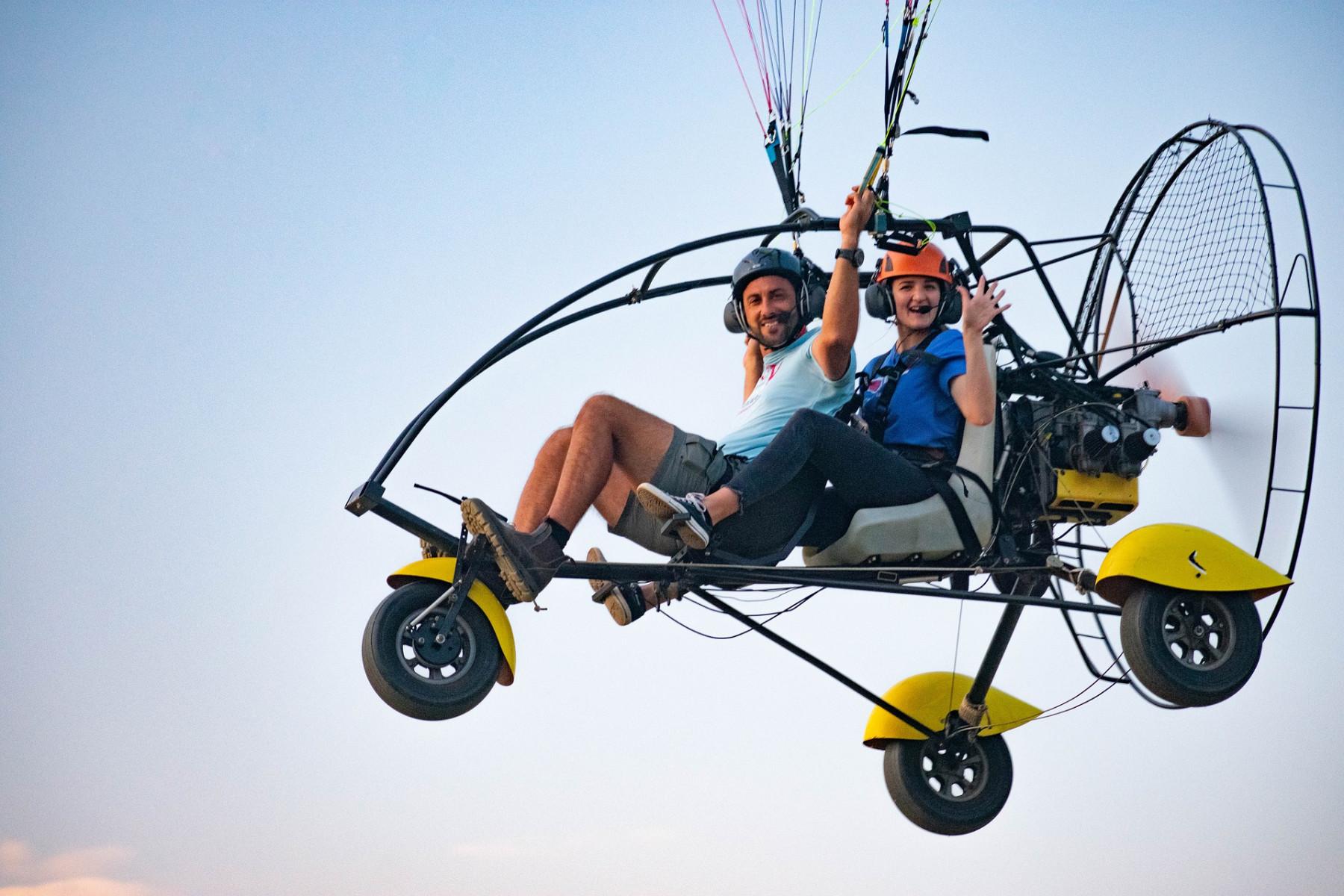 Volo in paracarrello biposto in provincia di Novara