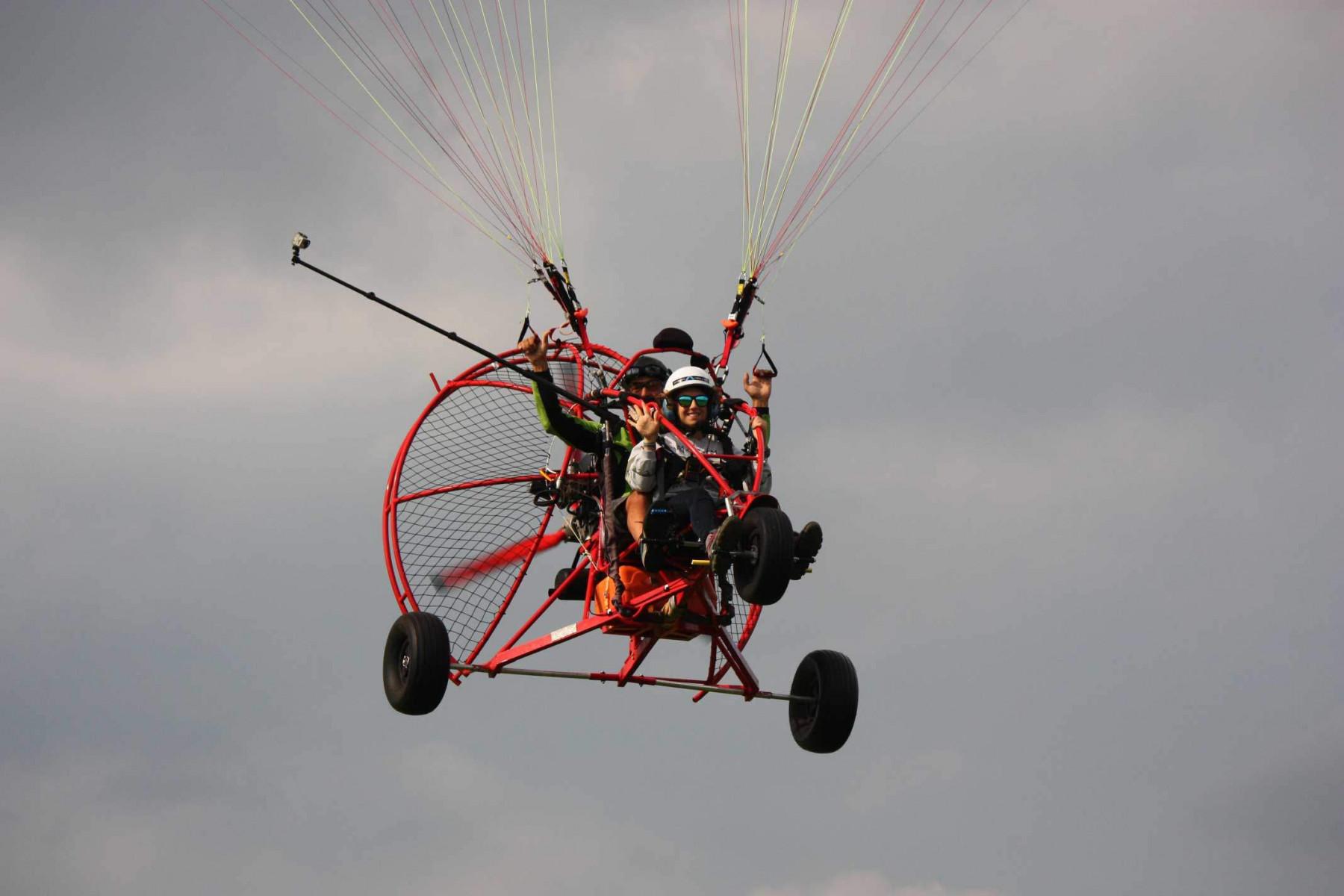 Volo in parapendio biposto a motore in provincia di Treviso