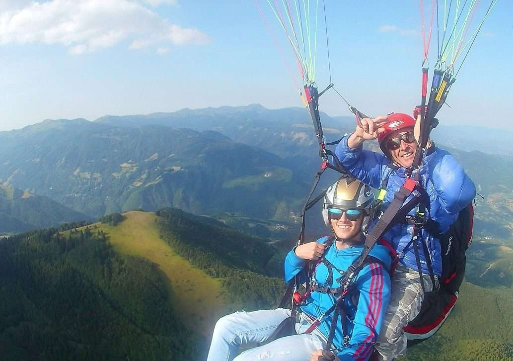 Volo in parapendio biposto sull'Appennino Modenese