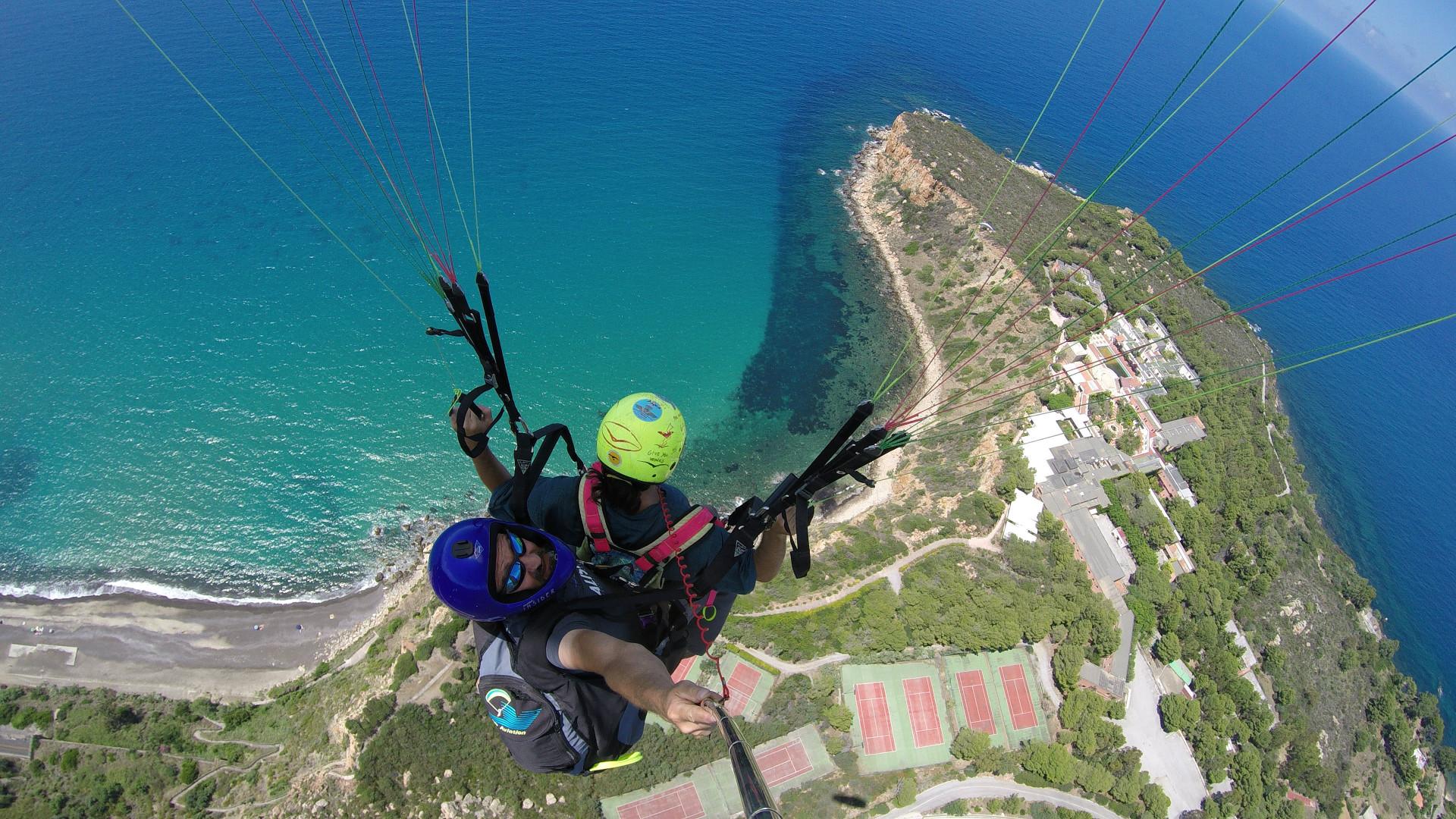 Volo in parapendio biposto sulla costa palermitana