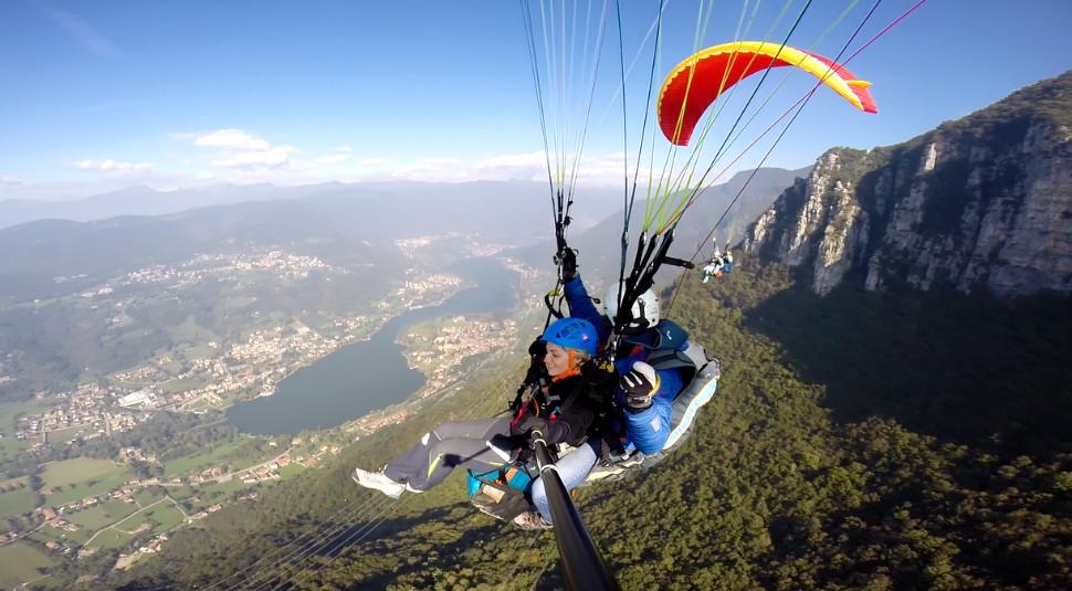 Volo in parapendio biposto sul Lago di Endine