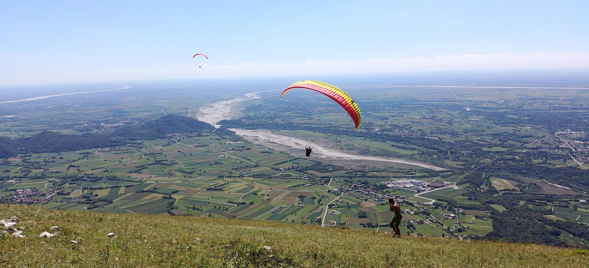Volo in parapendio biposto sul Monte Valinis