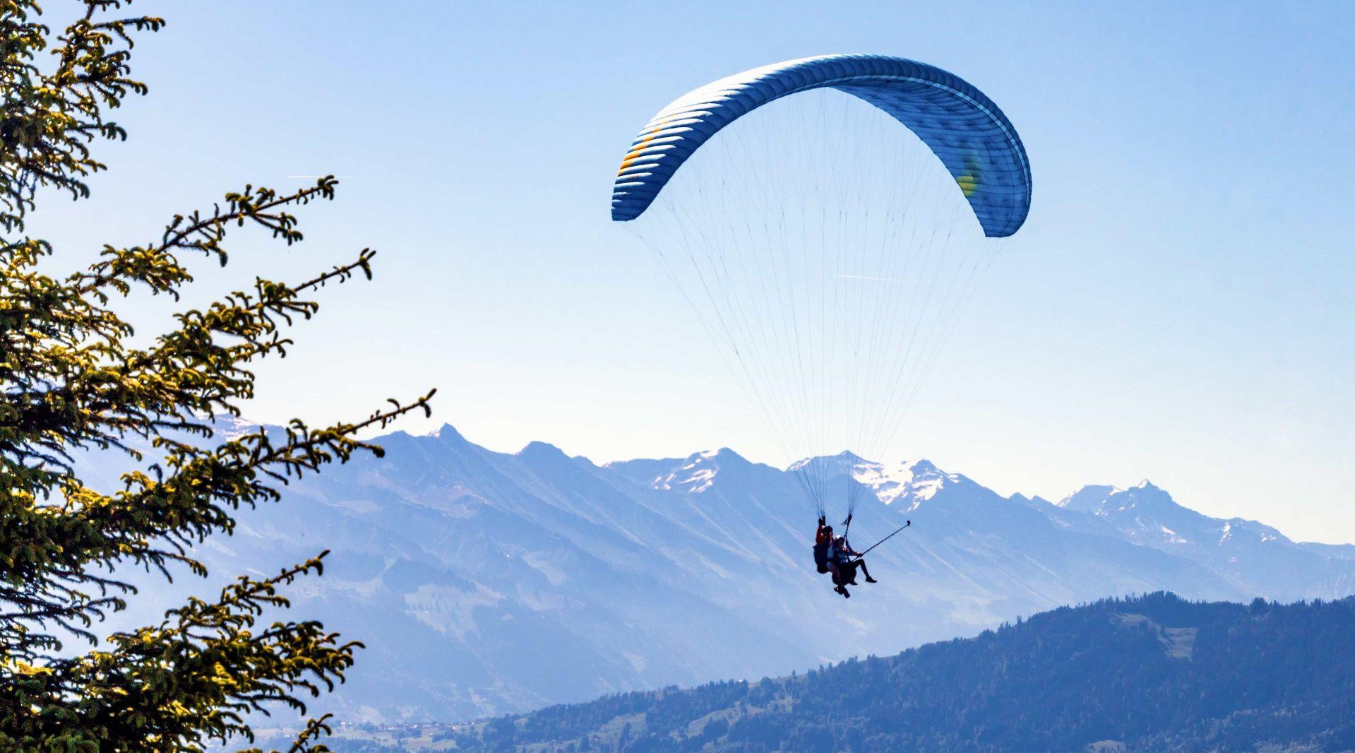 Volo in parapendio biposto sulla Serra d'Ivrea