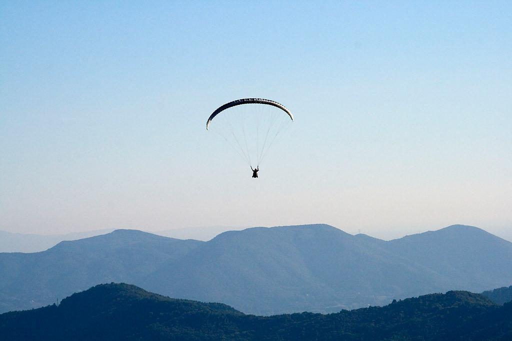 Volo in parapendio biposto nella Valle del Serchio