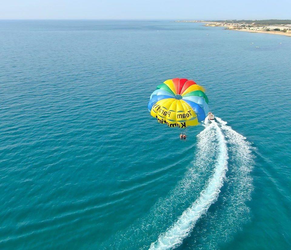 Volo in Parasail sulle coste di Ragusa