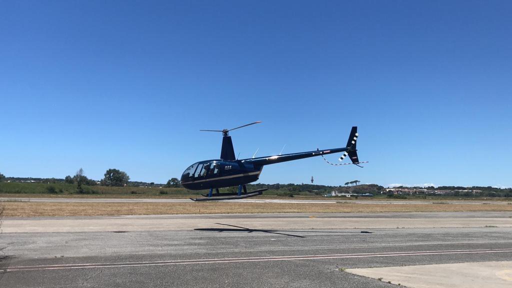 Volo privato in elicottero sui laghi di Bracciano e Martignano