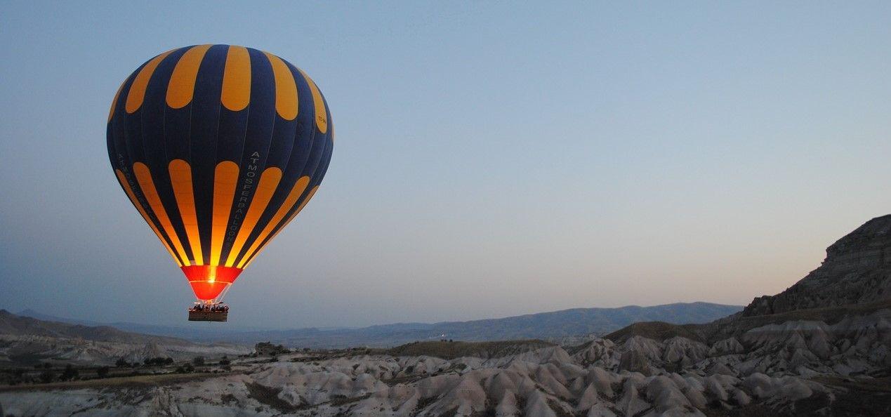 Volo privato in mongolfiera sui Calanchi Lucani